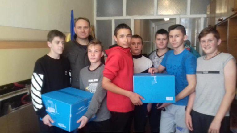 """Учні Новобузької ЗОШ №10 долучилися до благодійної акції """"Допоможи солдату"""""""