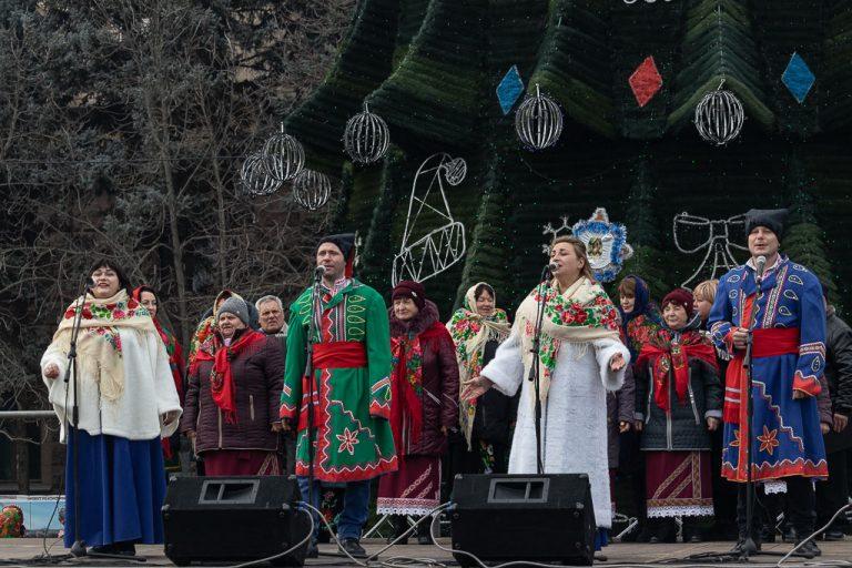 У Миколаєві відбулося обласне свято «Весело сяють різдвяні зірки». Понад 300 учасників колядували, щедрували й співали традиційні пісні