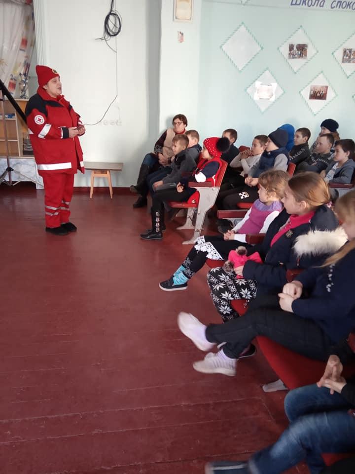 З учнями та працівниками Баратівської школи медики провели бесіду з метою попередження зараження короновірусом