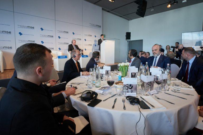 Володимир Зеленський закликав іноземний бізнес долучитися до проектів з відновлення та реінтеграції Донбасу