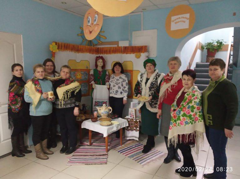 Смачно відзначали Масляну в Новобузькій центральній районній бібліотеці