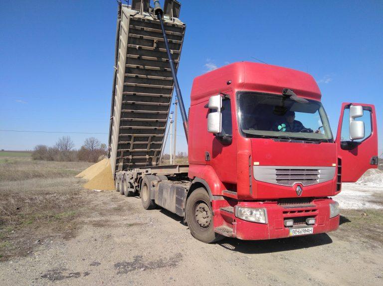 Понад 300 тонн піску доставлено до Єланеччини та розподілено між громадами району Софіївським кар'єром