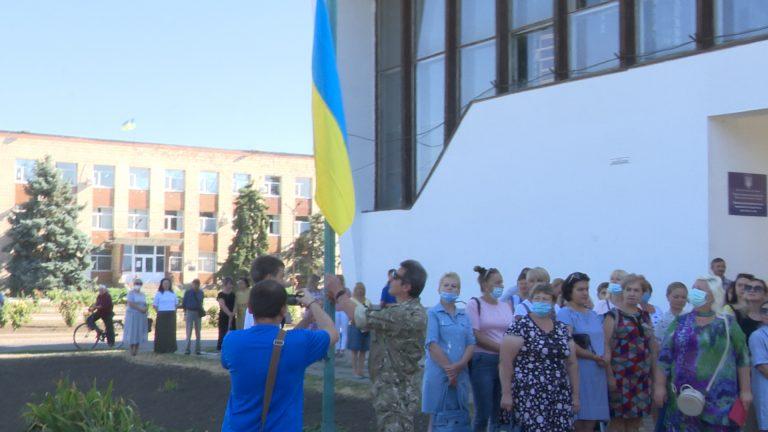 В Новому Бузі урочисто відзначили день прапора