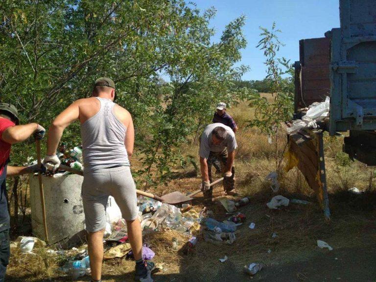 Заберіть сміття привезена вами на природу!