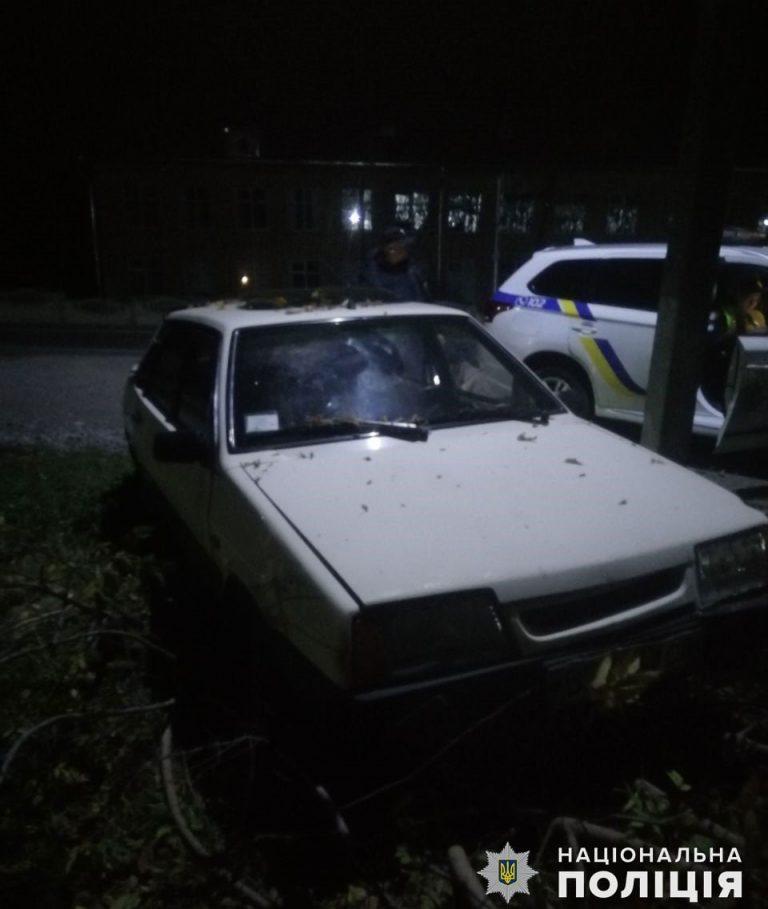 У Новому Бузі слідчі вручили підозру зловмисникові, якого поліцейські затримали одразу після викрадення ВАЗівки