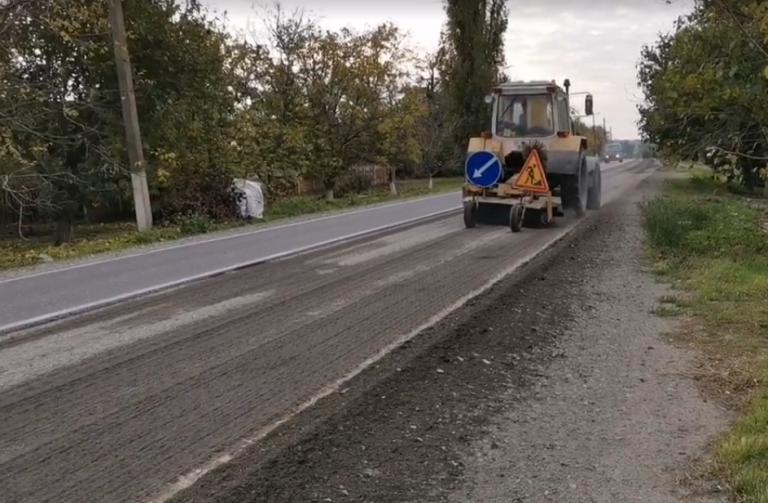Підрядники по гарантіїї ремонтують дорогу Н11 в межах міста Новий Буг