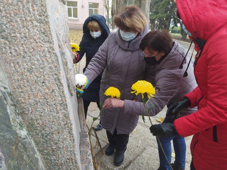 Привітання голови Новобузької райдержадміністрації з нагоди відзначення 21 листопада Дня Гідності і Свободи
