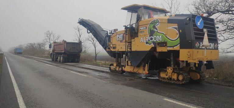 Підрядники за рахунок власних коштів ремонтують дорогу Н11