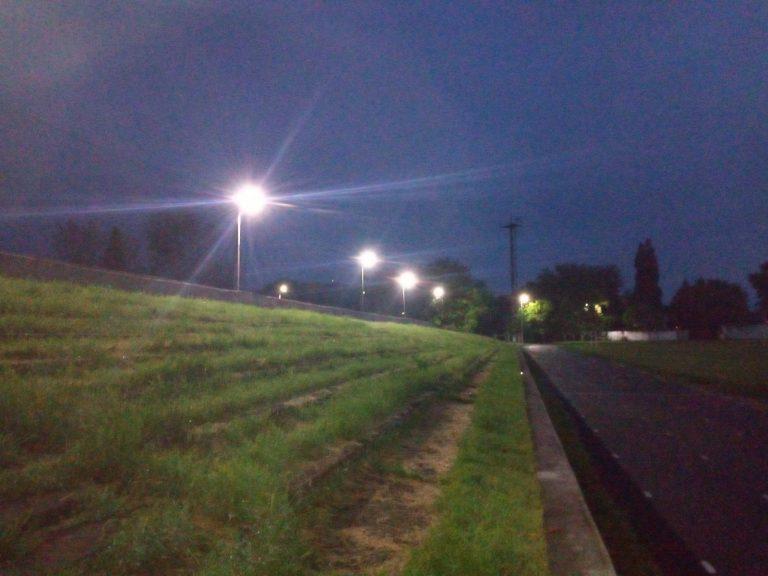 На Новобузькому міському стадіоні встановлено освітлення